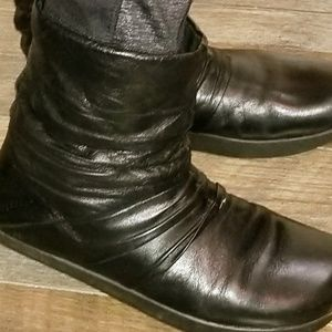 Earth boots soft leather  ankle boots